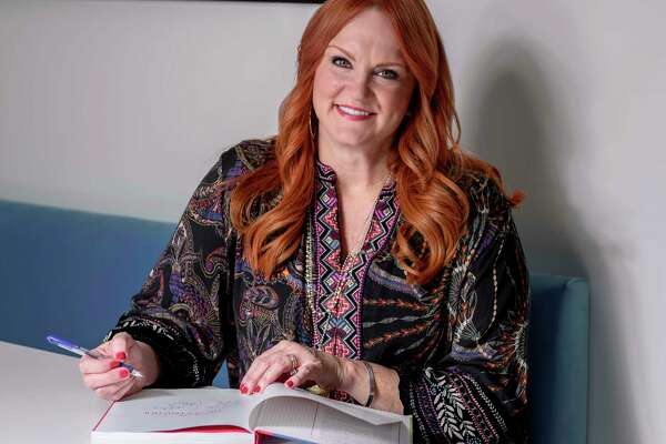 """TV personality Ree Drummond posing for a portrait to promote her new cookbook """"The Pioneer Woman Cooks: The New Frontier: 112 Fantastic Favorites for Everyday Eating."""" (Photo by Christopher Smith/Invision/AP)"""