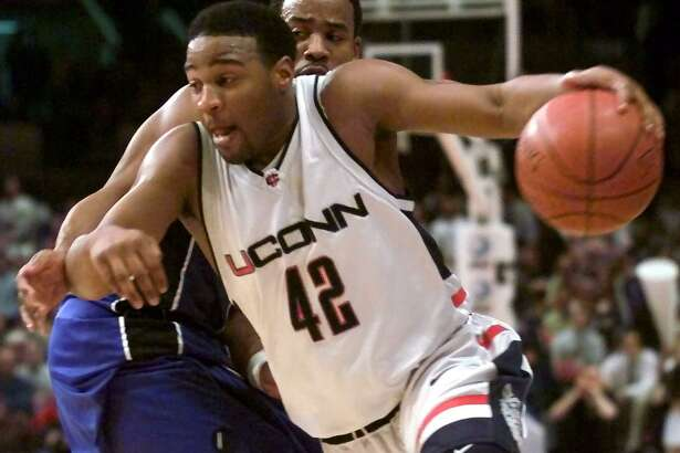 UConn's Khalid El-Amin (42) drives by Seton Hall's Shaheen Holloway (10) in a Big East tournament quarterfinal game in 2000. Holloway now coaches Saint Peter's, which plays at UConn on Wednesday night.