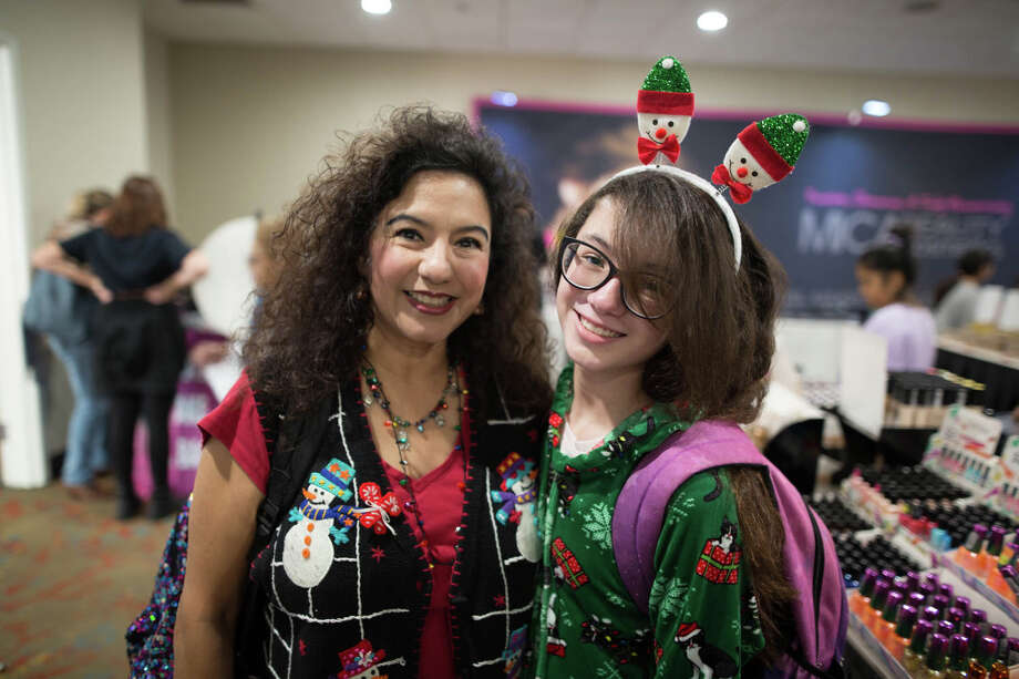 San Antonians attended a Makeup Blowout Sale event on Sunday, December 15, 2019. Photo: B. Kay Richter
