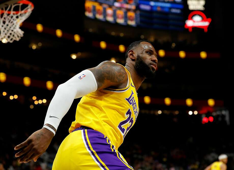 LeBron James went from Miami to Columbus to Atlanta, where he helped deliver the Lakers' seventh straight victory. Photo: Kevin C. Cox / Getty Images
