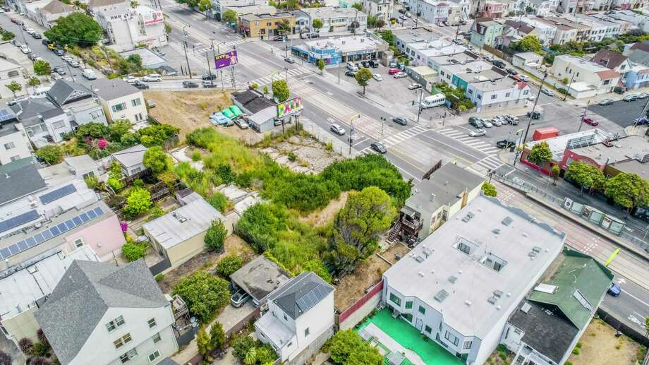 5222-5250 3rd St. in Silver Terrace is a vacant lot available for $2.995 million. Zoning for the .43-acre parcel allows for mixed-used residential. Photo: DroneVideos.com