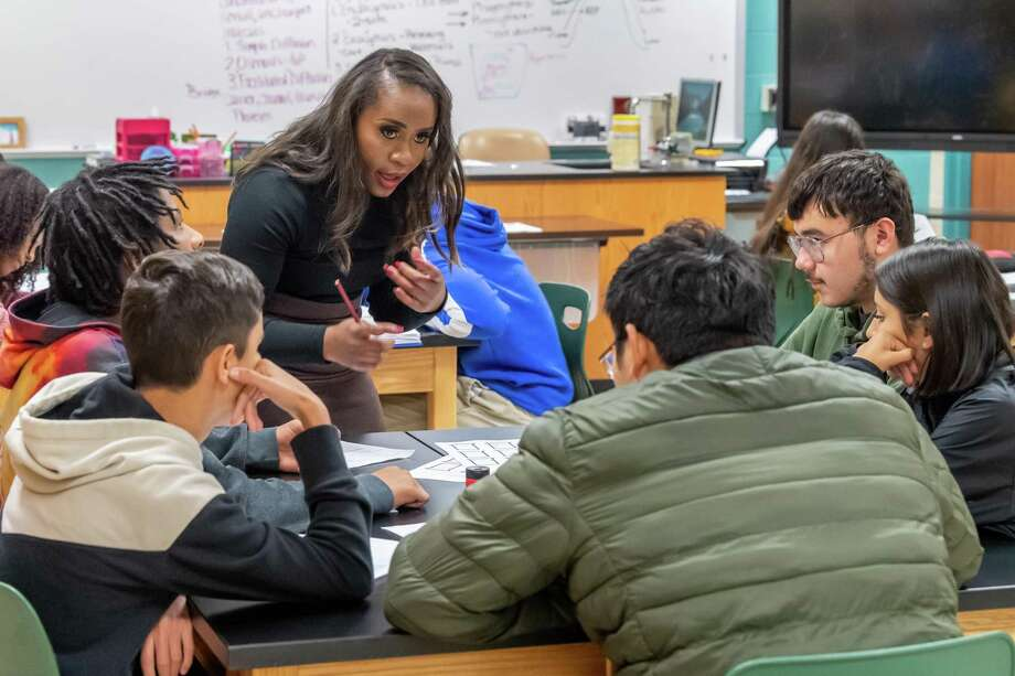 Teacher Keisha Kirkwood works with some of her ninth-grade students on a group science project in class at Beaumont United ninth grade campus on Friday, December 13, 2019 Fran Ruchalski/The Enterprise Photo: Fran Ruchalski/The Enterprise
