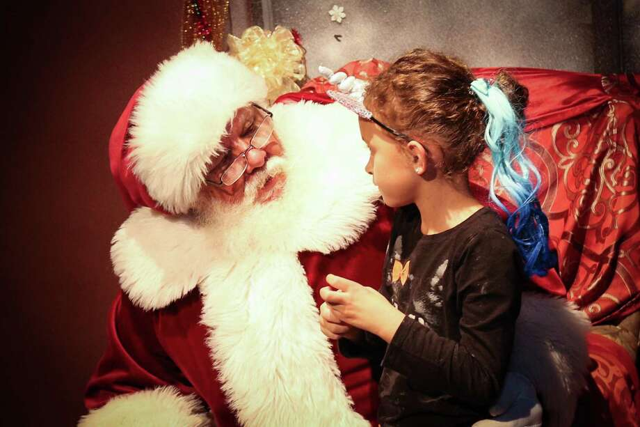 Rory Faust tells Santa Claus what she wants for Christmas. Photo: Michael Minasi, Staff Photographer / Houston Chronicle / © 2017 Houston Chronicle