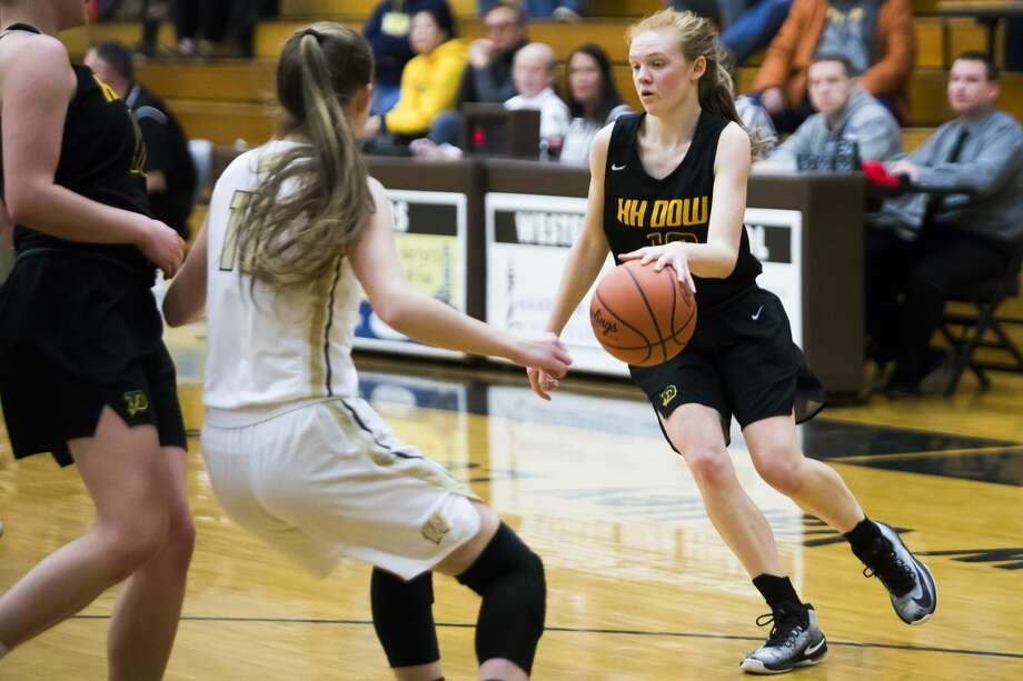 Dow High's Alexa Kolnitys looks for room to maneuver during a March 8, 2019 district final vs. Bay City Western. Photo: Daily News File Photo