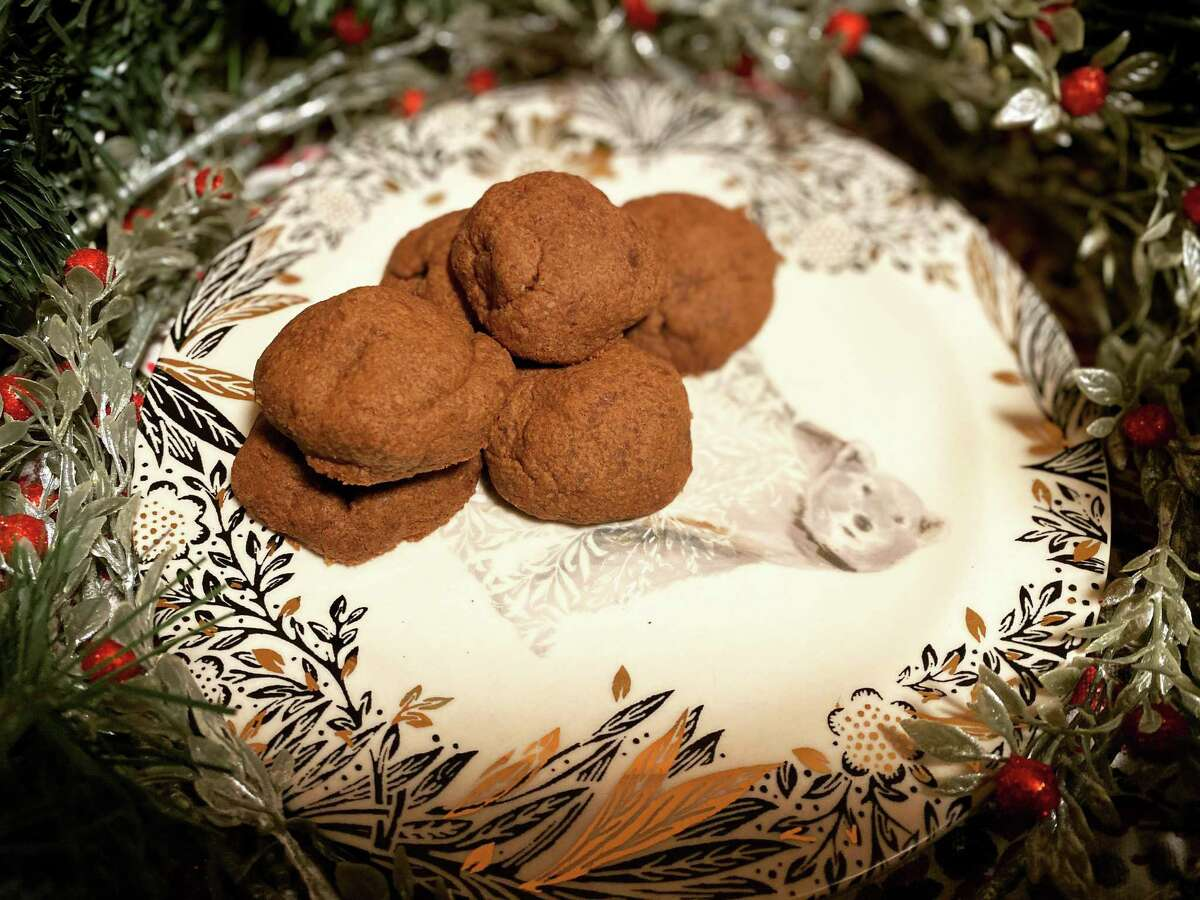 Save some time this holiday season with these easy Nutella cookies