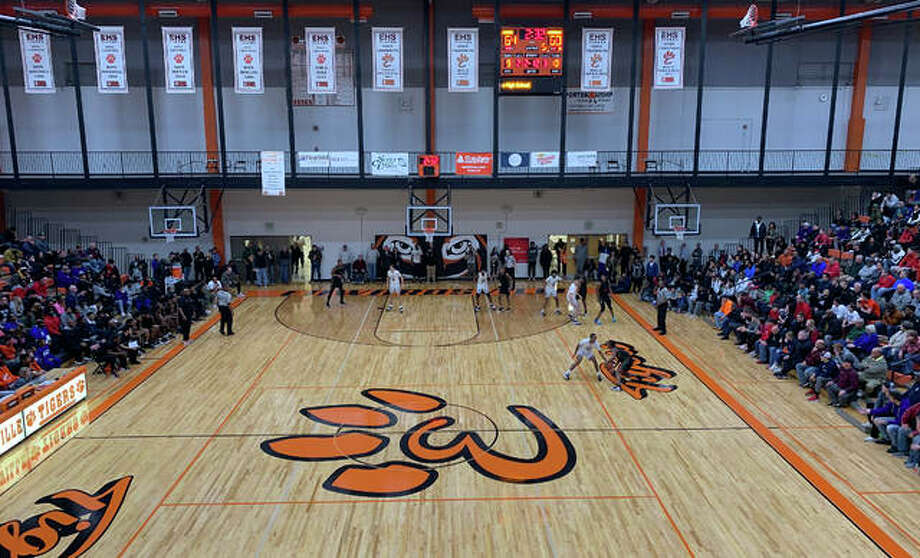 Action from the Morgan Park-Collinsville game in front of a large crowd at Lucco-Jackson Gymnasium inside Edwardsville High School on Saturday. Photo: Matt Kamp|The Intelligencer