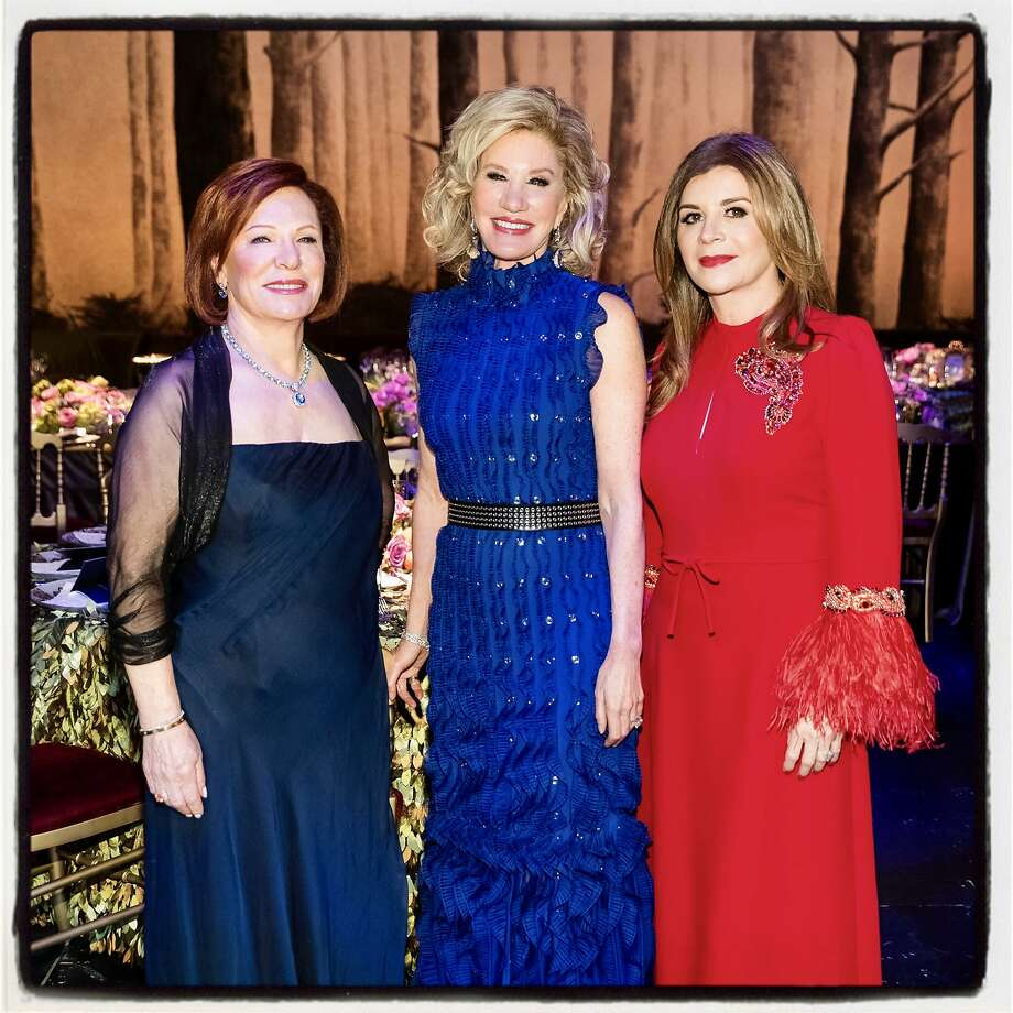 Romana Bracco (left) with SF Opera Guild President Mary Poland and Farah Makras at An Evening on the Stage. Dec. 4, 2019. Photo: Drew Altizer / Drew Altizer Photography