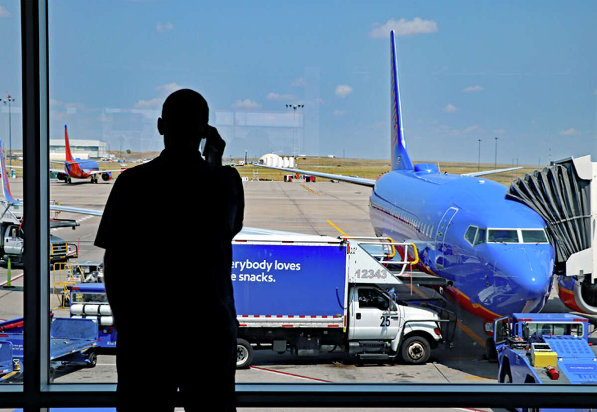 A variety of factors can affect air travelers' happiness with the experience, a new study found.