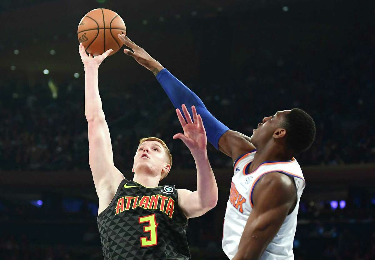 NEW YORK, NEW YORK - DECEMBER 17: RJ Barrett #9 of the New York Knicks blocks Kevin Huerter #3 of the Atlanta Hawks shot during the first half of their game at Madison Square Garden on December 17, 2019 in New York City. NOTE TO USER: User expressly acknowledges and agrees that, by downloading and or using this photograph, User is consenting to the terms and conditions of the Getty Images License Agreement. (Photo by Emilee Chinn/Getty Images)