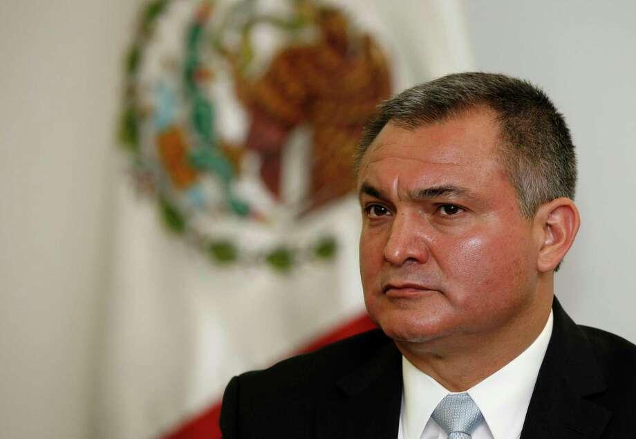 En esta fotografía del 8 de octubre de 2010, el secretario de seguridad pública de México Genaro García Luna asiste a una conferencia en la Ciudad de México. Photo: Marco Ugarte /Associated Press / Copyright 2010 The Associated Press. All rights reserved