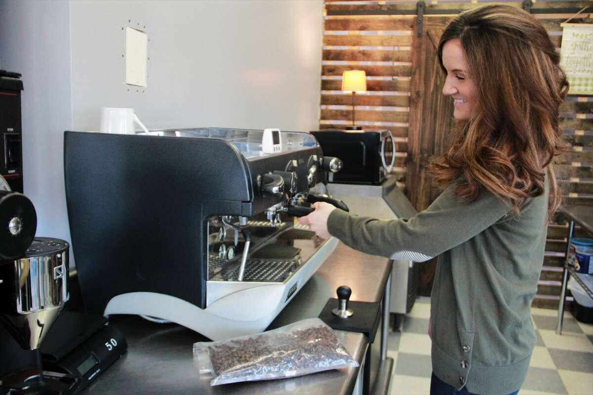 Owner Julia Raglin prepares for opening day by testing out a variety of drinks which will be available at The Corner Cup. According to Raglin, her shop will provide a variety of beverages, including hot and cold drinks, smoothies, pop and frappes.