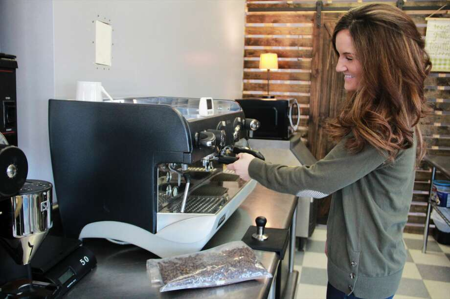 Owner Julia Raglin prepares for opening day by testing out a variety of drinks which will be available at The Corner Cup. According to Raglin, her shop will provide a variety of beverages, including hot and cold drinks, smoothies, pop and frappes. Photo: (Pioneer Photo/Alicia Jaimes)