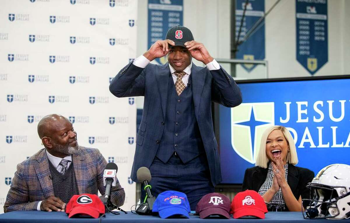 Flanked by parents Emmitt and Pat Smith, E.J. Smith chose Stanford over the other schools whose hats are on the table.