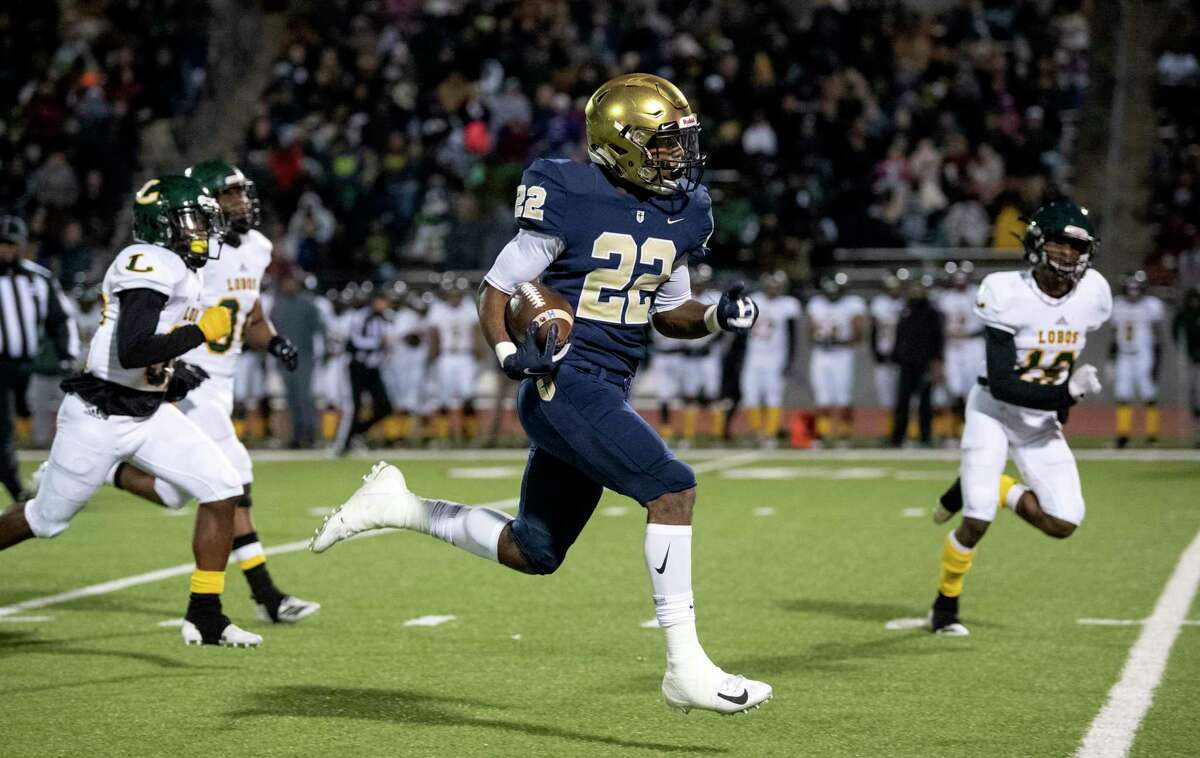 E.J. Smith, who played wide receiver and running back at Jesuit-Dallas, has signed a letter of intent to attend Stanford.
