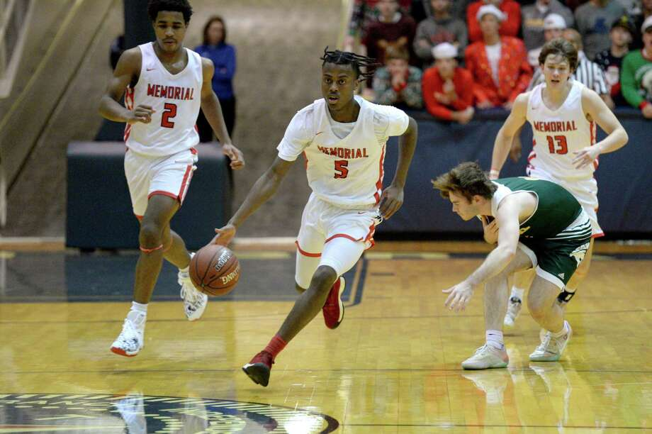 Ethan Taylor (5) of Memorial dribbles at mid-court during the first half of a 6A Region III District 17 Boys basketball game between the Memorial Mustangs and the Stratford Spartans on Tuesday, December 17, 2019 at Coleman Coliseum, Houston, TX. Photo: Craig Moseley, Houston Chronicle / Staff Photographer / ©2019 Houston Chronicle