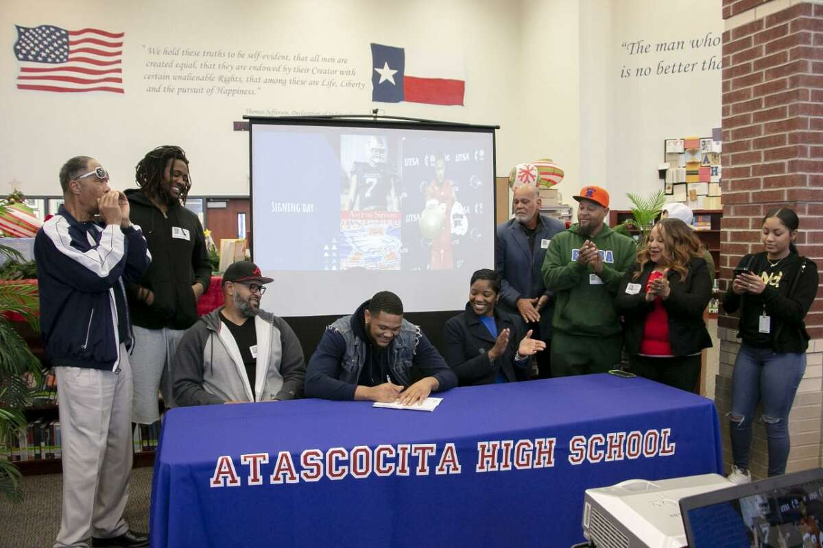 Atascocita's Asyrus Simon signs to play football at the University of Texas-San Antonio during the early signing period Wednesday in the Atascocita library.