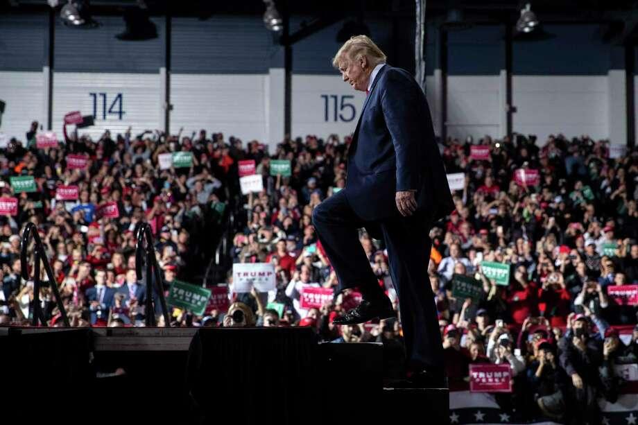 El presidente Donald Trump llega al Aeropuerto W.K. Kellogg, el miércoles 18 de diciembre de 2019, en Battle Creek, Michigan. Photo: Evan Vucci /Associated Press / Copyright 2019 The Associated Press. All rights reserved