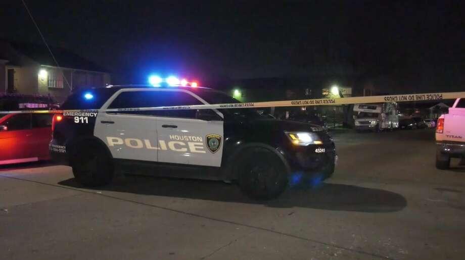 Houston police officers work the scene of a double shooting in the 9700 block of Braeburn Glen Drive on Wednesday, Dec. 18, 2019. Photo: OnScene.TV