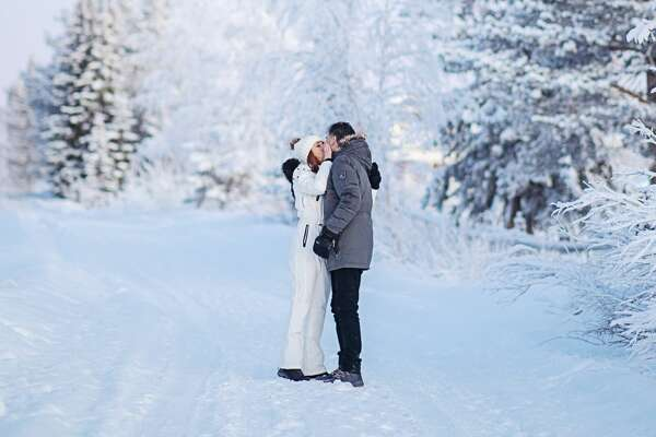 KHOU Consumer Reporter Tiffany Craig and her longtime boyfriend elope in Arctic Circle wedding.