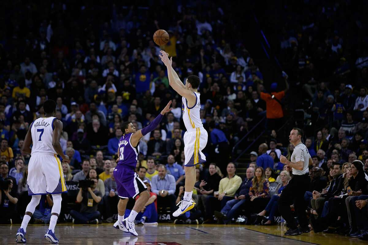 OAKLAND, CA - JANUARY 23: Klay Thompson #11 of the Golden State Warriors shoots over Ray McCallum #3 of the Sacramento Kings in the third quarter at ORACLE Arena on January 23, 2015 in Oakland, California. Thompson scored 37 points in the third quarter t