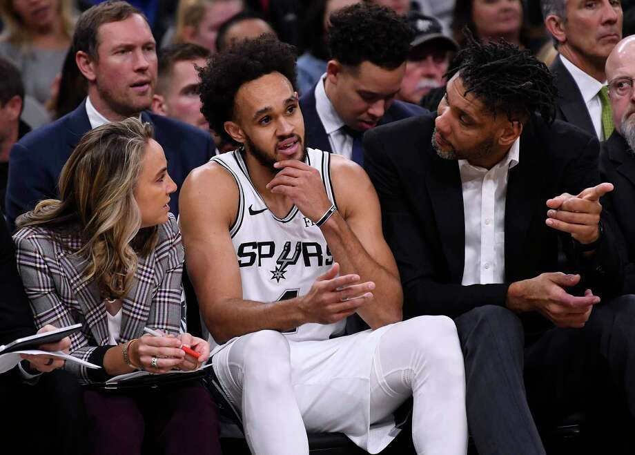 Spurs assistant coaches Becky Hammon, left, and Tim Duncan, right, give advice to guard Derrick White during first-half NBA action against the Brooklyn Nets in the AT&T Center on Thursday, Dec. 19, 2019. Photo: Billy Calzada / Staff Photographer / ***MANDATORY CREDIT FOR PHOTOG AND SAN ANTONIO EXPRESS-NEWS /NO SALES/MAGS OUT/TV