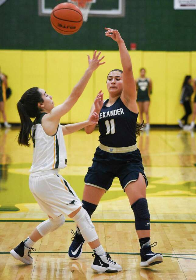 Kayla Herrera ranked second in the city averaging 13.6 points per game in her first varsity season at Alexander. Photo: Danny Zaragoza /Laredo Morning Times File