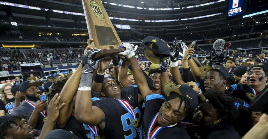 The Shadow Creek football team celebrates after winning the UIL 5A Division 1 State Championship Friday, Dec. 20, 2019, in Arlington, Texas. Photo: Godofredo A Vásquez/Staff Photographer