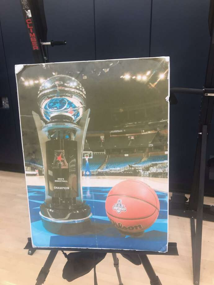A photo of the AAC trophy travels everywhere with the UConn men's team. Photo: Jeff Jacobs / Hearst Connecticut Media