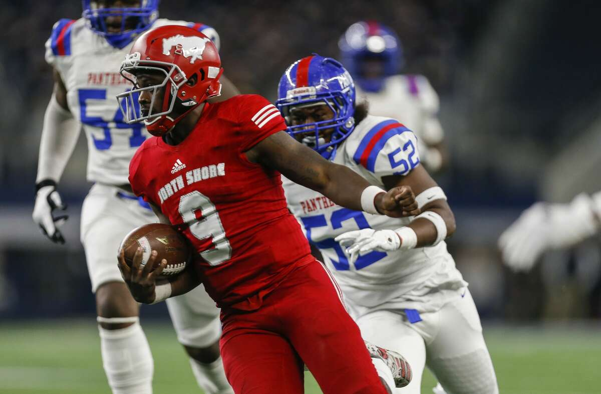 North Shore quarterback Dematrius Davis (9) runs the ball against Duncanville during the first quarter of the UIL 6A Division 1 State Championship at AT&T Stadium Saturday, Dec. 21, 2019, in Arlington, Texas.