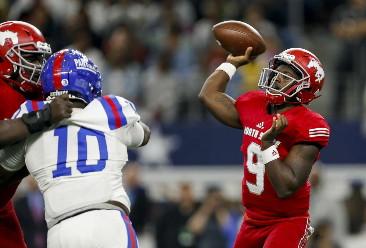 North Shore QB Dematrius Davis is bound for Auburn but would first like to win a third consecutive state championship.