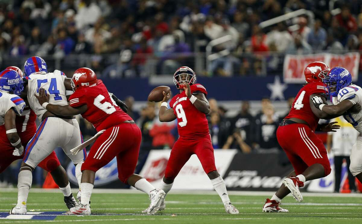 North Shore quarterback Dematrius Davis (9) throws the ball against Duncanville during the fourth quarter of the UIL 6A Division 1 State Championship at AT&T Stadium Saturday, Dec. 21, 2019, in Arlington, Texas. North Shore won 31-17.