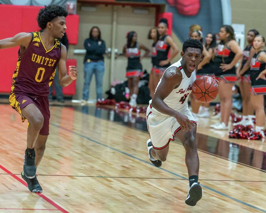 The Port Arthur Memorial Titans took on the Timberwolves of Beaumont United on Friday night, December 20, 2019. Fran Ruchalski/The Enterprise Photo: Fran Ruchalski/The Enterprise
