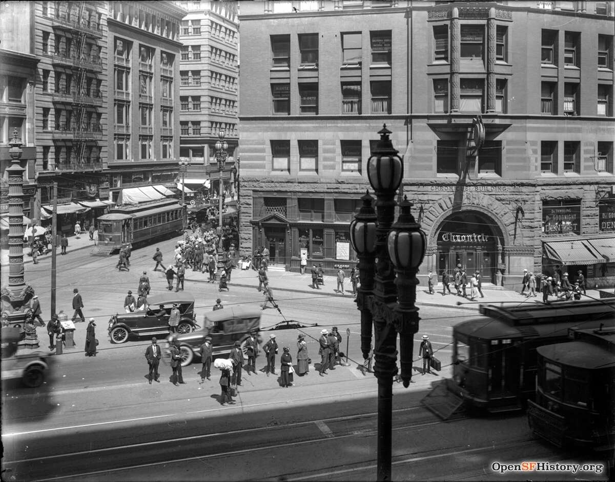 The Chronicle Building on San Francisco's Market Street in Aug. 1920. The hand-written headline on the building reads: