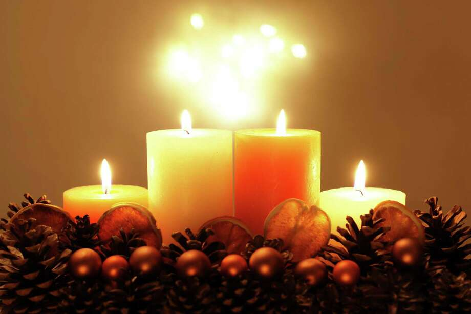 Light candles for children, or place your hand over their hand and light the candles together. Photo: Dreamstime / Dreamstime