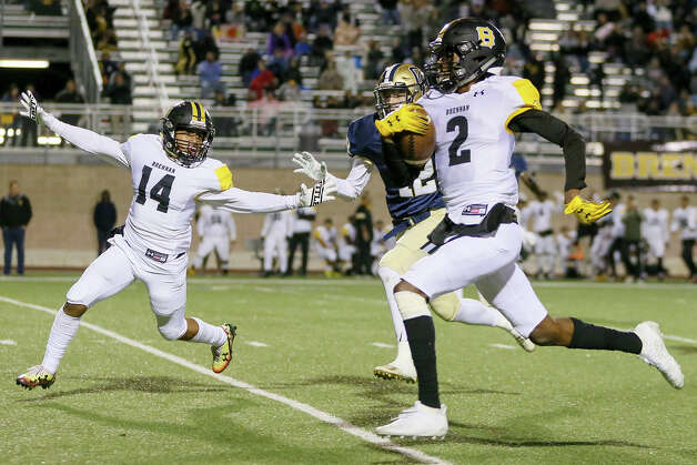 Brennan's Keion Thomas, right, heads towards the end zone on a 61-yard catch and run for a touchdown in the second half in their District 28-6A high school football game with O'Connor at Farris Stadium on Friday, Nov. 1, 2019. O'Connor beat Brennan 42-28. Photo: Marvin Pfeiffer / Express-News 2019