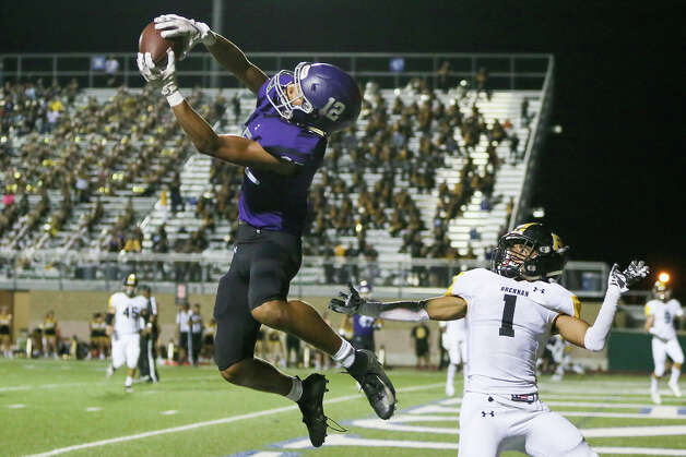Warren's Kyle Elder makes a 21-yard touchdown reception in the end zone in front of Brennan's Caleb McGarity in the second half in their District 28-6A high school football game at Farris Stadium on Friday, Sept. 6, 2019. Brennan beat Warren 32-14. Photo: Marvin Pfeiffer / Express-News 2019