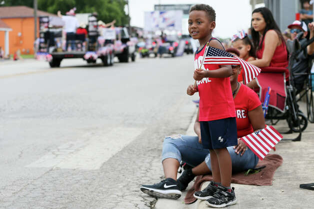 Jaxton Jefferson, 4, excitedly watches the Jubilee Parade proceed down Main St. in downtown Schertz with his mother, Ruby Bible, during the city's 44th annual 4th of July Jubilee on Thursday, July 4, 2019. Photo: Marvin Pfeiffer / Express-News 2019
