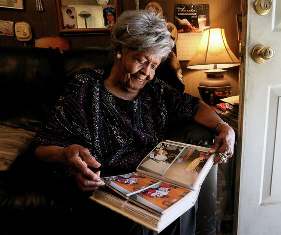 Dorothy Mondine looks through a photo album containing images of friends and family at her home on Martin Luther King Dr. on Saturday, Jan. 12, 2019. Photo: Marvin Pfeiffer / Express-News 2019