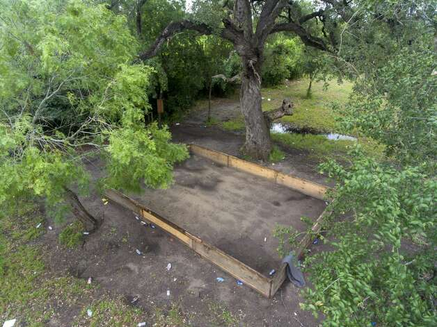 The site in Gillett in Karnes County where officials busted a cockfighting ring is seen Tuesday, May 7, 2019. Photo: William Luther/Staff Photographer