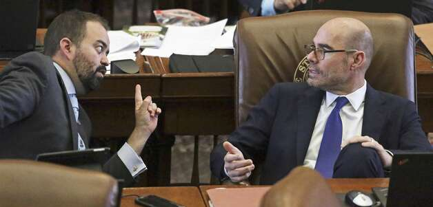 House Speaker Dennis Bonnen talks with with Joe Moody, D-El Paso, in the House floor as lawmakers hash out final considerations for bills at the State Capitol in Austin on May 21, 2019. Photo: Tom Reel/Staff Photographer