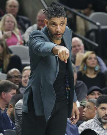 Tim Duncan directs players on the floor after the ejection of Gregg Popovich as the Spurs play Portland at the AT&T Center on Nov.16, 2019. Photo: Tom Reel/Staff Photographer