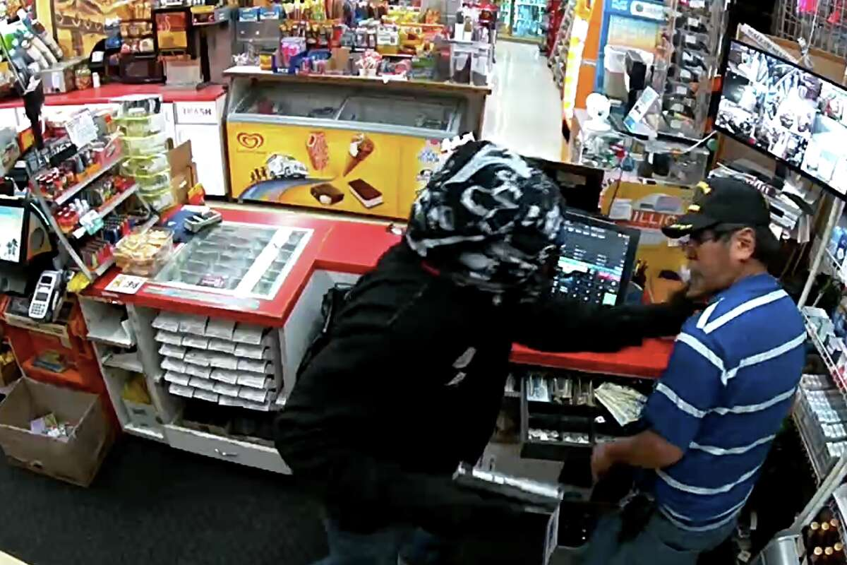 A suspected robber robs a conveincnce store and injured a clerk at the store in Bay Point on Sunday night.