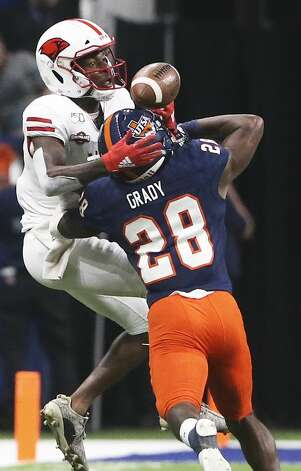 Cardinal receiver Lamont Johnson is foiled on a catch by Roadrunner cornerback Cassius Grady as UTSA plays UIW at the Alamodome on Aug. 31, 2019. Photo: Tom Reel/Staff Photographer