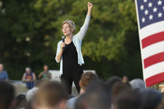 Democratic presidential candidate Elizabeth Warren holds a town hall meeting at Vic Mathias Shores at Lady Bird Lake Metro Park on Sept. 10, 2019. Photo: Tom Reel/Staff Photographer