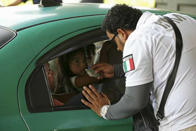Mexican Immigration officers check passengers riding a taxi at a checkpoint south of Tapachula, Mexico, Monday, June 17, 2019. The Mexican-Guatemalan border is about 10 miles from Tapachula in the state of Chiapas. It is one of the main routes used by migrants headed to the U.S. through Mexico. Photo: Jerry Lara/Staff Photographer