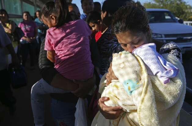 Cindy Silva, 25, of Honduras, kisses her 12-day-old daughter, Sofia, while waiting on the international bridge between Matamoros, Mexico and Brownsville, Texas, Monday, Oct. 7, 2019. Silva was in line with other migrants for immigration hearings in Brownsville. Photo: Jerry Lara/Staff Photographer
