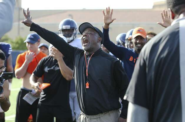"UTSA head football coach Frank Wilson gets his players pumped up with a competitive drill called ""the bird cage"" during practice on Thursday, Aug. 15, 2019. Wilson and the team are gearing up for the start of their season when they play University of the Incarnate Word on August 31. Photo: Kin Man Hui/Staff Photographer"