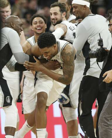 Spurs' Rudy Gay (22) gets rushed by teammates after he hit the game winning shot at the buzzer against the Phoenix Suns at the AT&T Center on Tuesday, Jan. 29, 2019. Spurs defeated the Suns, 126-124. Photo: Kin Man Hui/San Antonio Express-News