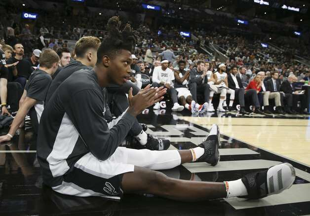 Spurs' Lonnie Walker IV (01) applauds his teammates during the pre-season game against the Memphis Grizzlies at the AT&T Center on Friday, Oct. 18, 2019. Photo: Kin Man Hui/Staff Photographer