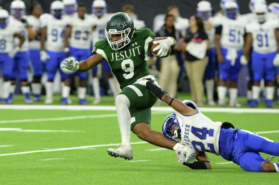Dylan Campbell (9) of Strake Jesuit tries to avoid the tackle by Roderick Jackson (24) of Cy Creek during the third quarter of a Class 6A Division II Region III semifinal football playoff game between the Strake Jesuit Crusaders and the Cy Creek Cougars on Friday, November 29, 2019 at NRG Stadium, Houston, TX. Photo: Craig Moseley, Houston Chronicle / Staff Photographer / ©2019 Houston Chronicle